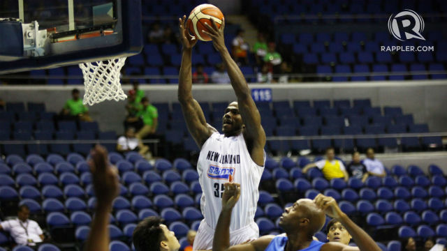 JAMMING THIS. Ray Turner goes for one of his dunks against Chinese Taipei. Photo by Josh Albelda/Rappler