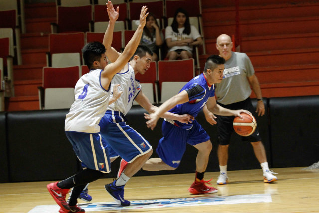Roger Pogoy (R) dribbles as Rosario (C) and Kiefer Ravena (L) defend. Photo by Czeasar Dancel