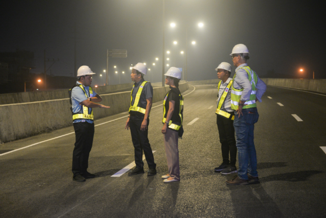 FINAL INSPECTION. DPWH Secretary Mark Villar leads the final inspection of the NLEX Harbor Link Segment 10 with NLEX Corporation COO Raul Ignacio, DPWH Undersecretary Catalina Cabral, DPWH Metro Manila Director Ador Canlas, and NLEX Corporation SVP Romulo Quimbo Jr. Photo from NLEX Corporation
