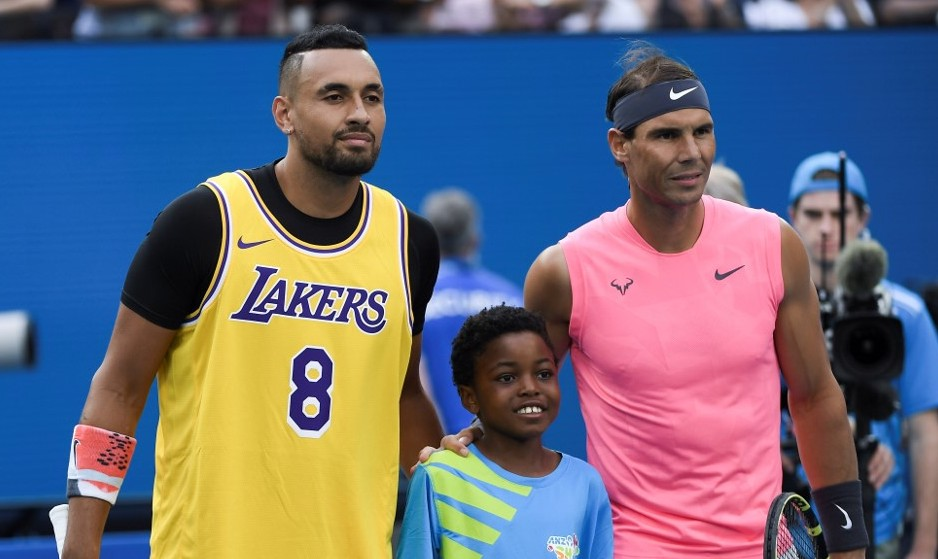 PAYING HOMAGE. Nick Kyrgios pays tribute to late NBA great Kobe Bryant before facing Rafael Nadal in the Australian Open. Photo by Saeed Khan/AFP