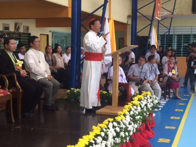 PAPAL ENVOY. Yangon Archbishop Charles Maung Cardinal Bo speaks before the kids of Barangay Pasil, one of the poorest areas in Cebu City.