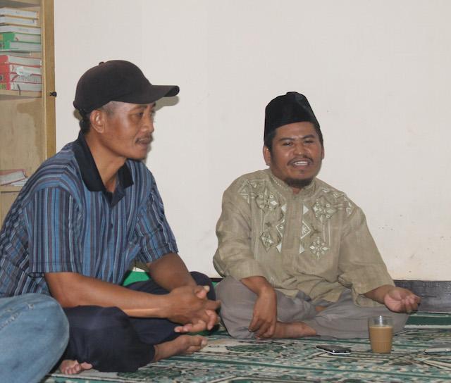 Warga Ahmadiyah, Nashrudin dan Syahidin, di Wisma Transito.  Foto oleh Ahmad Muzakky Al-Hasan/Rappler