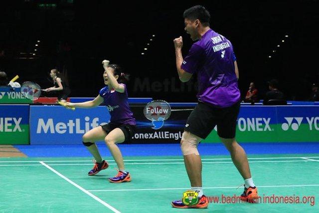 Ekspresi kemenangan Praveen/Debby usai kalahkan pasangan Tiongkok di semifinal All England. Foto dari Twitter/@INABadminton