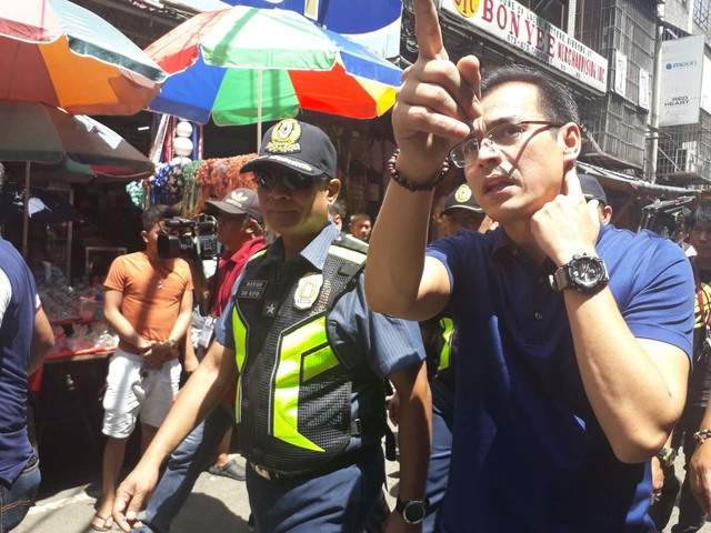 INSPECTION. Manila Mayor Isko Moreno does the rounds in Divisoria on July 3, 2019, before the start of street clearing operations. Photo from Morenou00e2u0080u0099s Facebook page