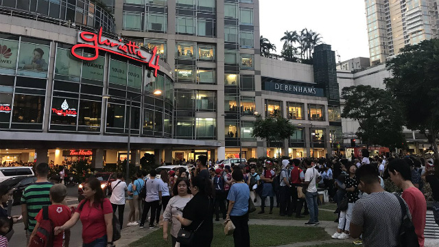EVACUATION. Shoppers evacuate as a fire hits Glorietta mall in Makati City on May 19, 2019. Photo from Poi Jakosalem
