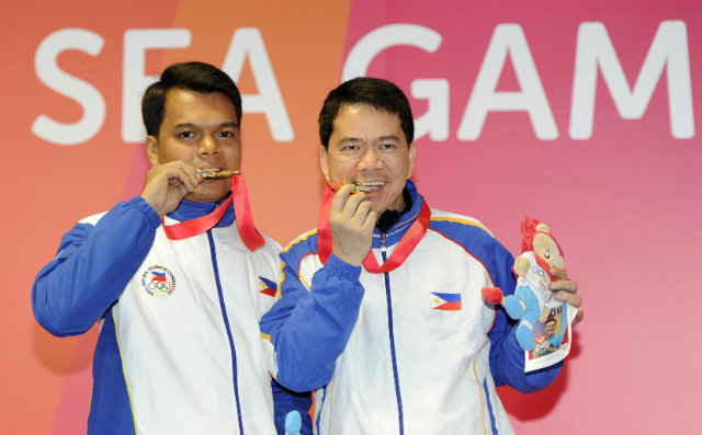 Carlo Biado (L) and Warren Kiamco (R) find the taste of gold to be oh so sweet. Photo by Singapore SEA Games Organising Committee/Action Images via Reuters
