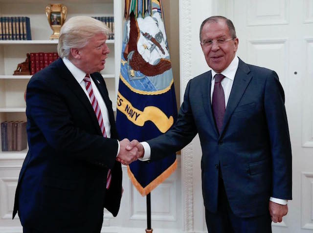 MEETING. US President Donald Trump shakes hands with Russian diplomat Sergei Lavrov. Photo from Ministry of Foreign Affairs - Russia