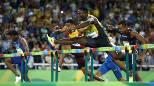 VICTORIOUS. Omar McLeod performs well in Rio. Adrian DENNIS / AFP