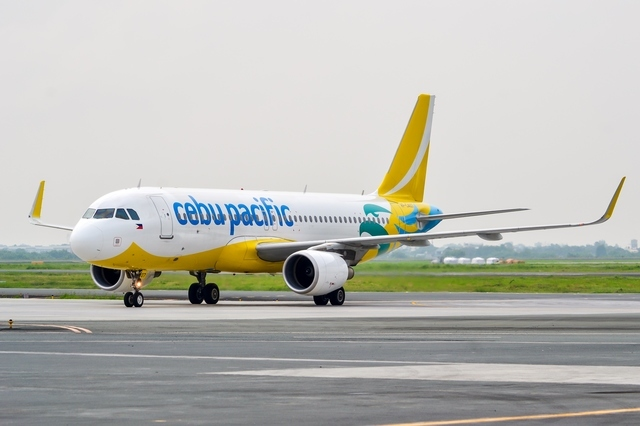 ALL ABOARD. Cebu Pacific sets a higher passenger target in 2018 as it modernizes its fleet. File photo from Cebu Pacific