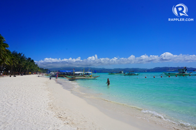 SEA AND SAND. What awaits Boracay after Malacau00f1ang's order? File photo by Louie Lapat/Rappler