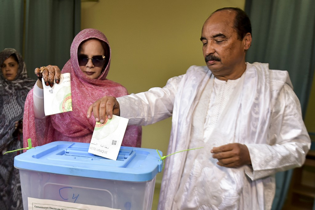 ELECTION. Mauritanian President Mohamed Ould Abdel Aziz (R) casts his ballot next to his wife Tekber Mint Melainine Ould Ahmed (L), on June 22, 2019, at a polling station in Nouakchoot during the presidential election. Photo by Sia Kambou/AFP