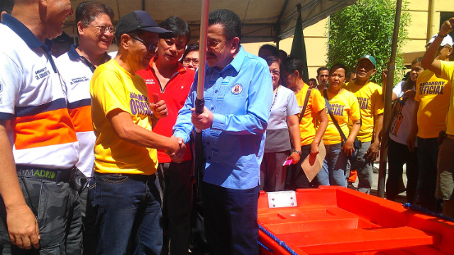 DISASTER READY. Manila Mayor Joseph Estrada gives paddles to baranggay officials in a symbolic turnover ceremony at Manila city hall. Photo by Vincent Bascos