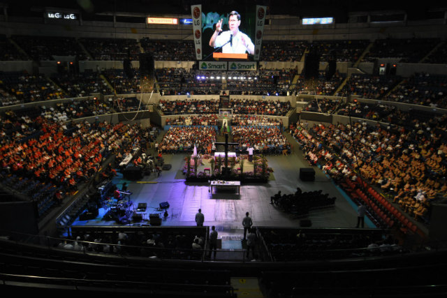 HUGE CROWD. Manila Archbishop Luis Antonio Cardinal Tagle draws at least 6,000 people to his Pentecost recollection at the Smart Araneta Coliseum on June 4, 2017. Photo by Angie de Silva/Rappler