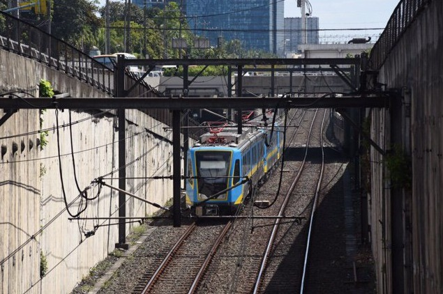 TAKEOVER. A new owner and operator for the Metro Rail Transit Line 3 (MRT3) is in the works, for the railway's proper upgrade and maintenance. Photo by Martin San Diego/Rappler