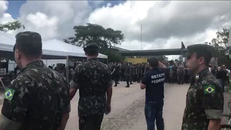 BORDER TENSION. Screen grab taken from a AFP video showing Brazilian police and military presence at the border in the Brazilian border town of Pacaraima. Photo by Isac Dantes/AFP