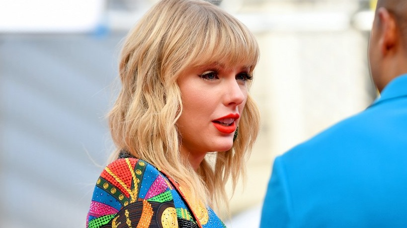 Taylor Swift Says Former Label Heads Not Allowing Her To Perform Old Songs On Tv