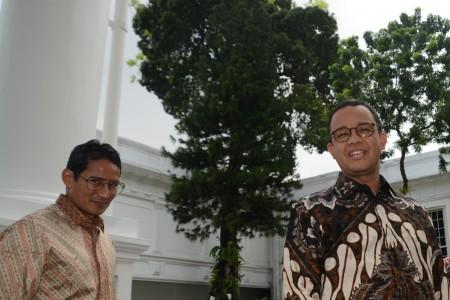 Gubernur DKI Jakarta Anies Baswedan (kanan) dan Wakil Gubernur Sandiaga Uno. FOTO oleh Rosa Panggabean/ANTARA