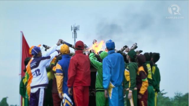 UNITY. Athletes from 18 regions light the Palarong Pambansa flame. Rappler file photo