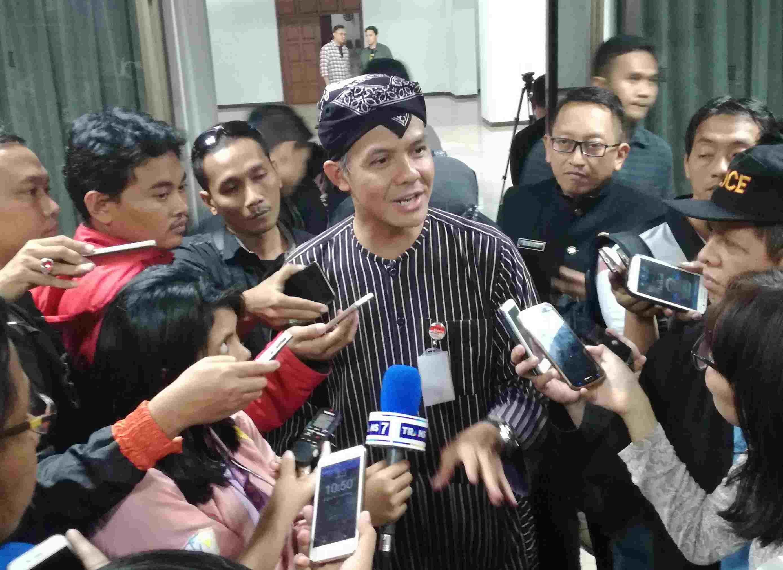 Gubernur Jawa Tengah Ganjar Pranowo saat memberikan keterangan kepada wartawan di kantornya, Jalan Pahlawan Semarang, Kamis (15/12). Foto oleh Fariz Fardianto/Rappler