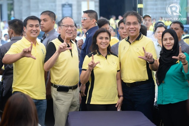 FULL SUPPORT. Aquino joined administration tandem Roxas and Leni Robredo when they filed their COCs on October 15. Photo by Alecs Ongcal/Rappler
