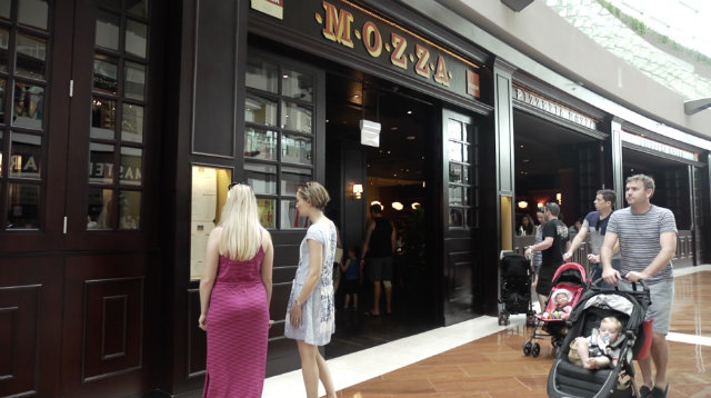 POPULAR RESTAURANT. Mario Batali's Pizzeria Mozza is a big hit in Singapore despite initial adjustments with the local palate. Photo by Adrian Portugal/Rappler