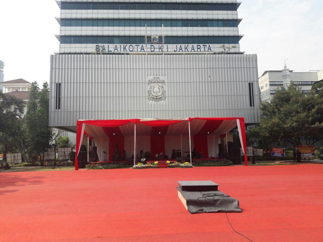 Menjelang pelantikan Anies Baswedan - Sandiaga Uno sebagai Gubernur dan Wakil Gubernur DKI Jakarta, Balai Kota DKI Jakarta pun telah berhias. Foto oleh Brian Argawana/Rappler
