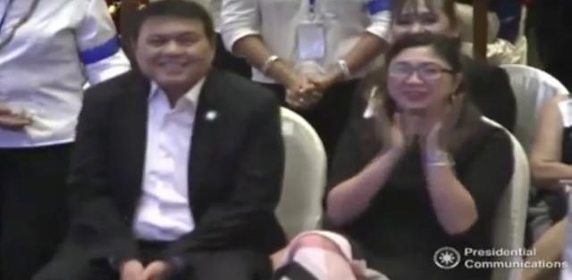 'PINAKAMABAIT.' Former senator Manny Villar, seated beside Taguig City Mayor Lani Cayetano, smiles as President Rodrigo Duterte heaps praises on him during an event with Filipinos in Thailand. RTVM screenshot