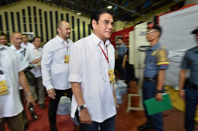 KILLED. In this file photo, Tanauan Mayor Antonio Halili leaves the stadium after speaking to self-confessed drug users and pushers in his city on July 28, 2017. Halili was shot dead on July 2, 2018. File photo by AFP