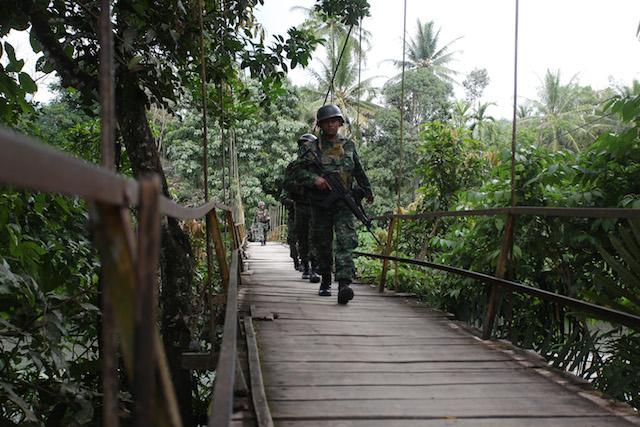 Aparat keamanan RI menyusuri Kabupaten Pidie mengendus keberadaa kelompok separatis pimpinan Din Minimi. Foto oleh Zian Mustaqin/Rappler