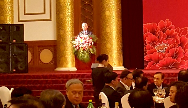 MEETING CHINESE BUSINESSMEN. Philippine Foreign Secretary Perfecto Yasay Jr addresses Filipino and Chinese businessmen at a gathering in Beijing on October 19, 2016. Photo by Pia Ranada/Rappler