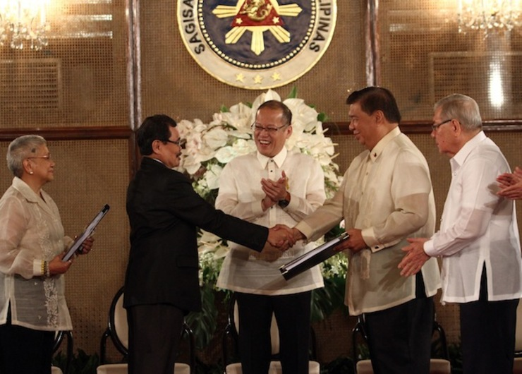 HISTORIC. Then-president Benigno Aquino lll witnesses the hand over of the draft Bangsamoro Basic Law by Mohagher Iqbal and Teresita Quintos-Deles to then-House-speaker Feliciano Belmonte and then-Senate-president Franklin Drilon. File photo by Rey Baniquet/NIB/Malacau00f1ang Photo Bureau