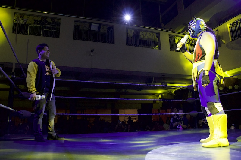 FACE-OFF. Mr. Lucha confronts PHX Champion Jake de Leon at MWF 4: Road to Fate. Photo by Kathrina Sabatin of MWF
