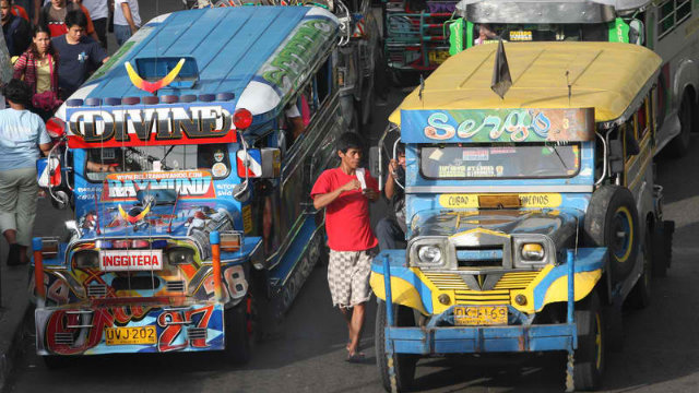 PRICE ROLLBACK. The Land Transportation Franchising and Regulatory Board (LTFRB) cut the minimum jeepney fare in Metro Manila and Regions 3 and 4 from P7.50 to P7 on January 21 due to falling oil prices. File photo by Rolex Dela Peu00f1a/EPA