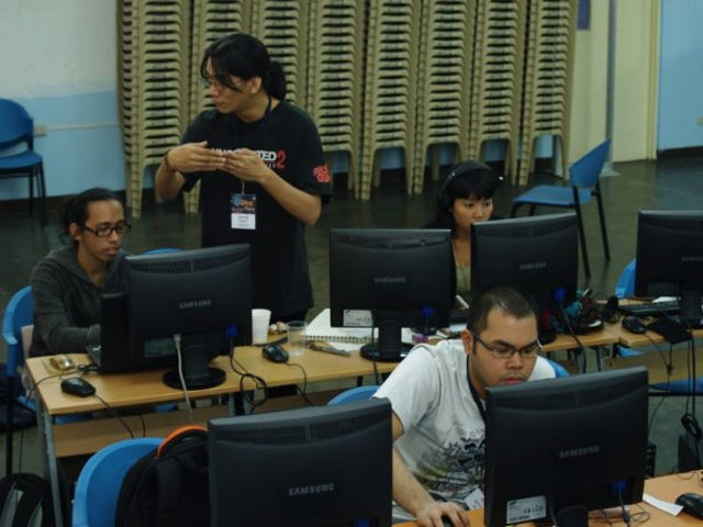 MANILA GAME JAM 2010. Marnielle Estrada, Co-Founder of Squeaky Wheel, at the leftmost of the photo alongside other jammers. Photo contributed by Ryan Sumo.