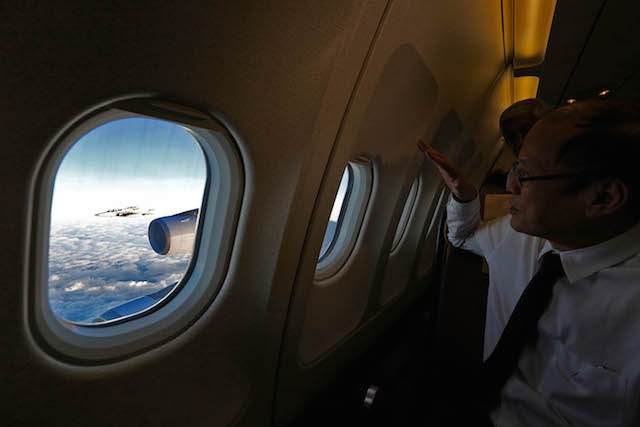 FIGHTER JETS. President Aquino watches a Philippine FA50 fighter jet escorting his airplane in February 2016. Malacau00f1ang photo bureau