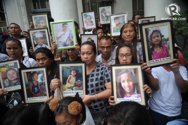 SEEKING JUSTICE. Families of children whose deaths after receiving Dengvaxia are being investigated at the Department of Justice in Manila on Thursday, April 5, 2018. Photo by Ben Nabong/Rappler