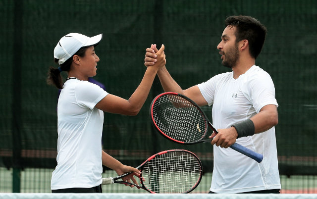 Treat Huey and Denise Dy won their second straight SEA Games gold medal in the mixed double's event. Photo by Singapore SEA Games Organising Committee/Action Images via Reuters