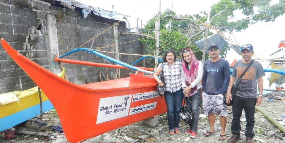 BOAT OF HOPE. Fisherfolk and residents from  the remote island of Homonhon in Guiuan, Eastern Samar say Liza Maza's WeGovern Institute gave them boat that linked them back to mainland Guiuan a month after Super Typhoon Yolanda (Haiyan) almost wiped out their community in November 2013. Photo from We Govern Institute Facebook page