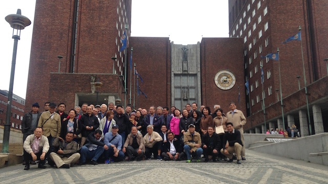 CITY TOUR. Government and NDF negotiators take a group photo in front of the City Hall in Oslo, where the Nobel Peace Prize is awarded. Photo by Carmela Fonbuena/Rappler