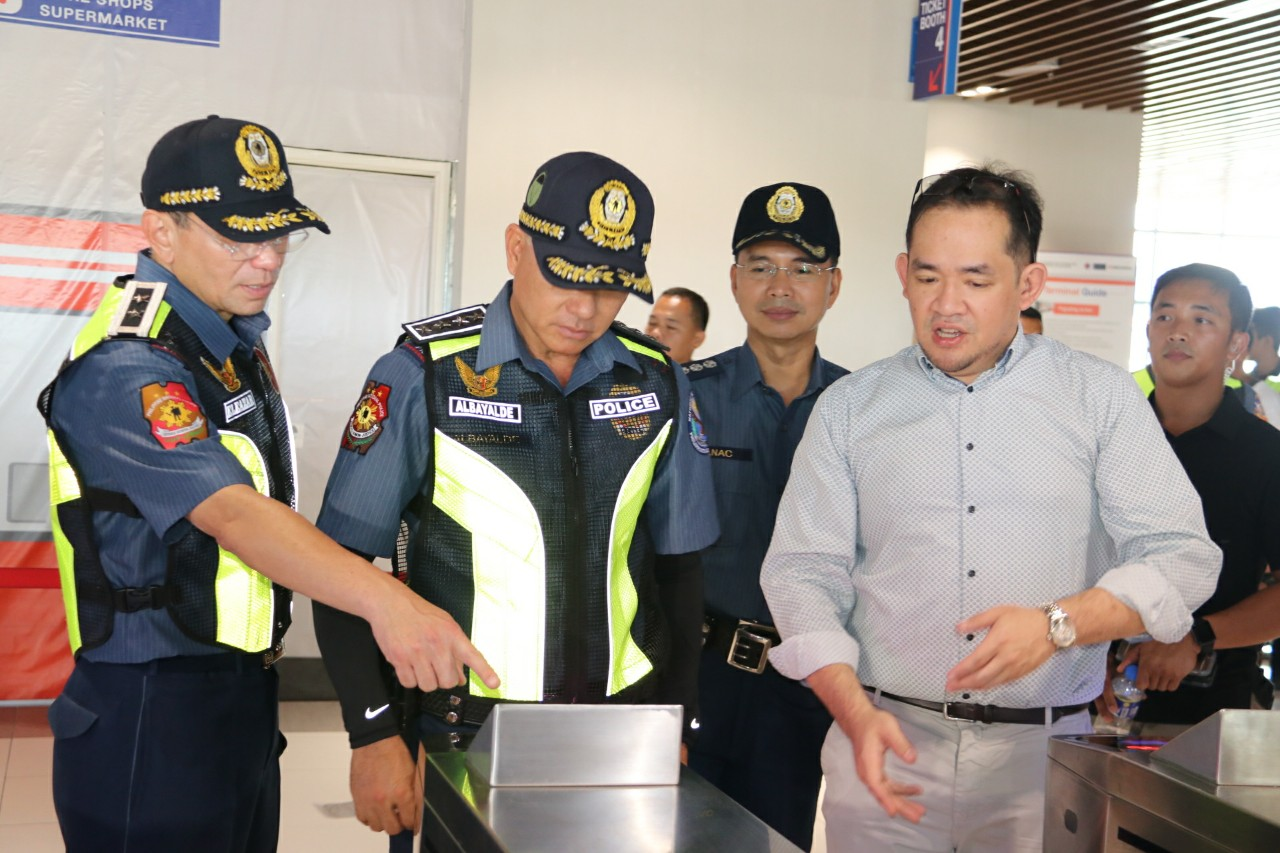 CRASH COURSE. PNP chief Oscar Albayalde tries out the turnstile system at the Pasay Integrated Terminal Exchange. PNP photo