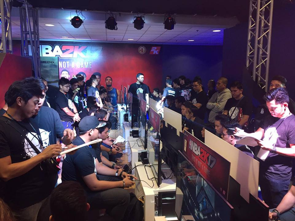 Guests were able to play NBA2K17 at the Sony PlayStation booth. Photo by Michaela Nadine Pacis.