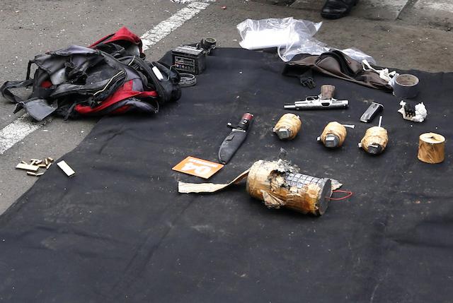 BOM SARINAH. Bom rakitan yang digunakan untuk meneror di depan Mal Sarinah, Kamis, 14 Januari 2016. Foto oleh EPA