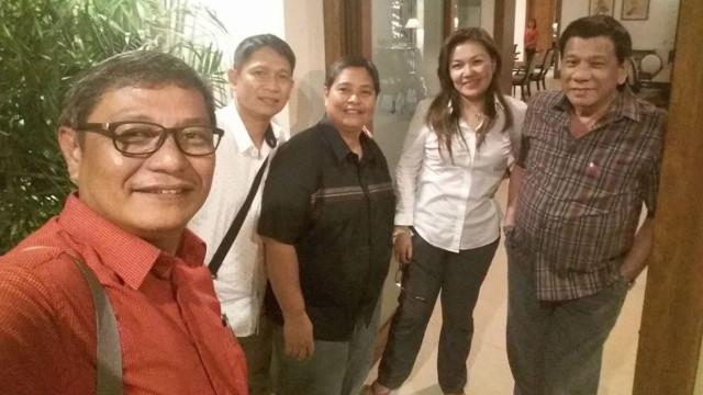 GET-TOGETHER. PCUP Commissioner Melissa Avanceu00f1a Aradanas (center, in black) visits President Rodrigo Duterte and Honeylet Avanceu00f1a in Bahay Pangarap. Photo from Melvyn Avanceu00f1a Aradanas Facebook account