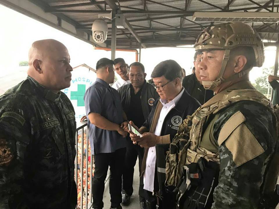 SURPRISE INSPECTION. The justice secretary conducts Oplan Galugad inside Bilibid with PNP chief Director General Ronald dela Rosa and Special Action Force (SAF) Chief Director Benjamin Lusad. Photo courtesy of DOJ
