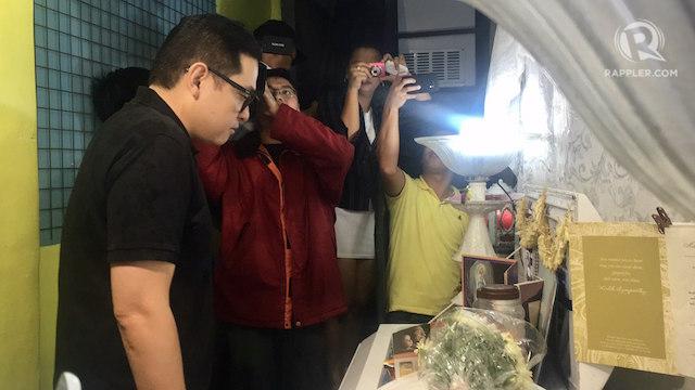 PAYING RESPECTS. Senator Paolo Benigno Aquino IV visits the wake of Kian Loyd delos Santos. Photo by Eloisa Lopez/Rappler