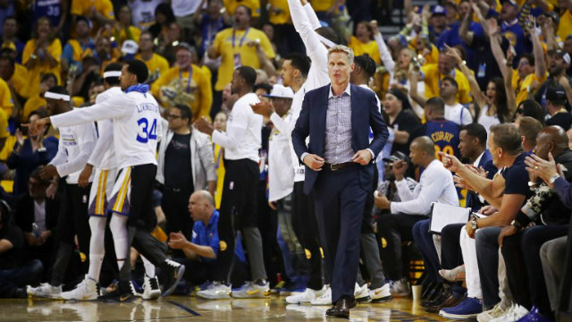 BACK IN ACTION. Steve Kerr's return from back a lingering back injury served as an inspiration for the Golden State Warriors. Photo by Ezra Shaw/Getty Images/AFP