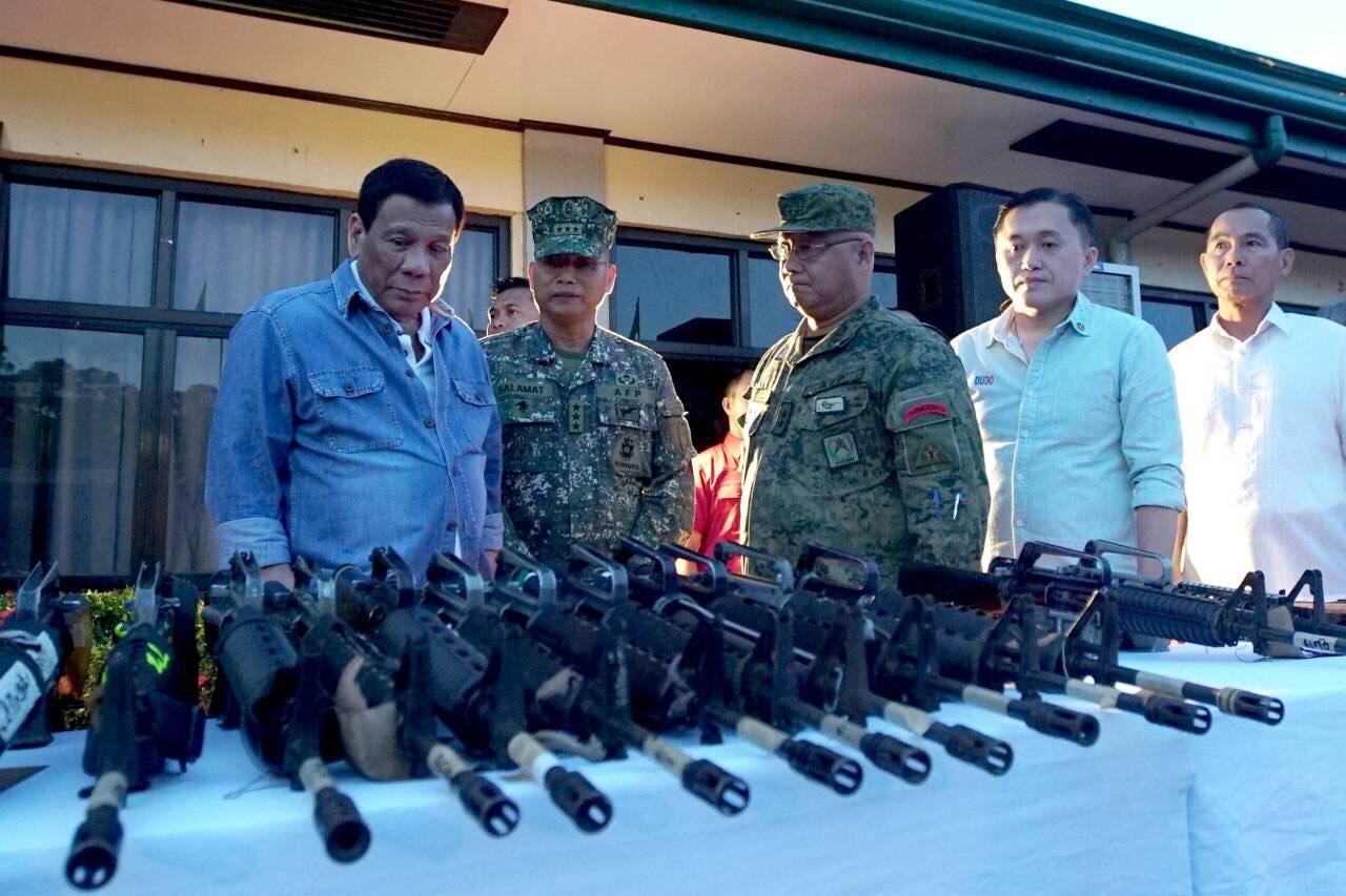 FRONTLINES. President Rodrigo Duterte inspects firearms surrendered by NPA members in Isabela. Malacau00f1ang photo