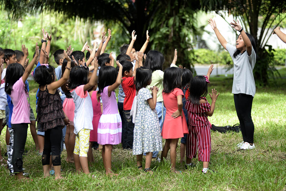 GUIDE CHILDREN. Children need the help of adults to lead and protect them. Photo by Maria Tan/Rappler