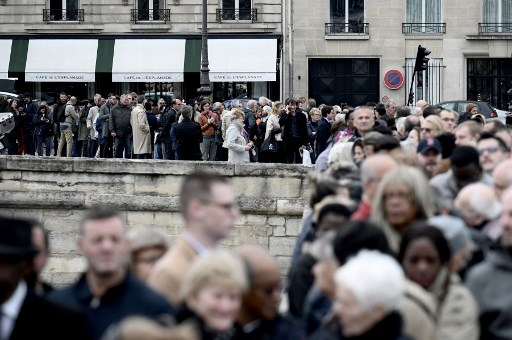 PAYING RESPECTS. People wait to attend a public ceremony in homage to former French President Jacques Chirac outside the Saint-Louis-des-Invalides Cathedral in Paris on September 29, 2019. Photo by Philippe Lopez/AFP