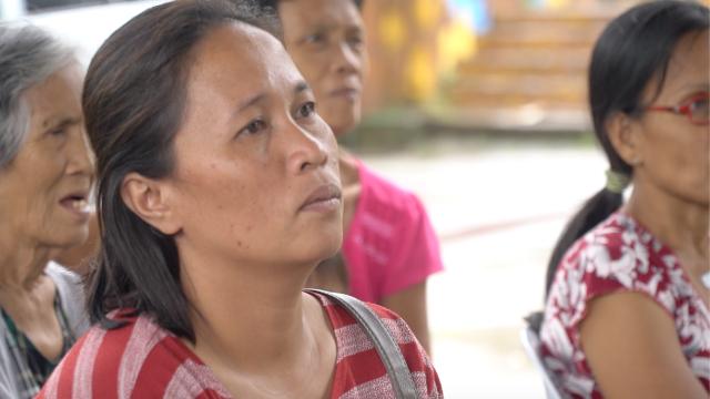 IN-HOUSE EVACUEE. Cherryl Lazara is an evacuee from Barangay Aya in Talisay, Batangas. Photo by Charles Salazar/Rappler